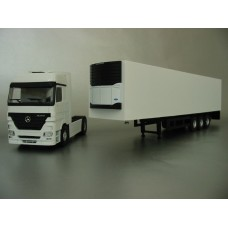 PYO RANGE - plain white Mercedes Actros Megaspace (4x2) & box van trailer
